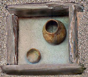 History of the Cyclades - Reconstruction of a cist tomb.