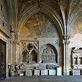 Claustro de la Catedral de León, sepulcros.jpg