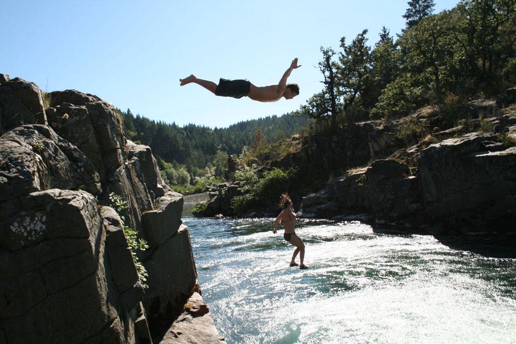 File wikipedia - The cliff dive ...