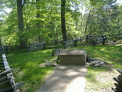 Confederate Mass Grave Monument in Somerset 1.jpg