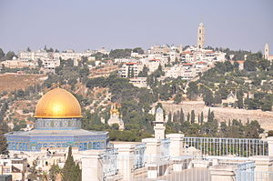Contrasting golden dome of The Temple of the Rock and its surroundings (10804618415).jpg