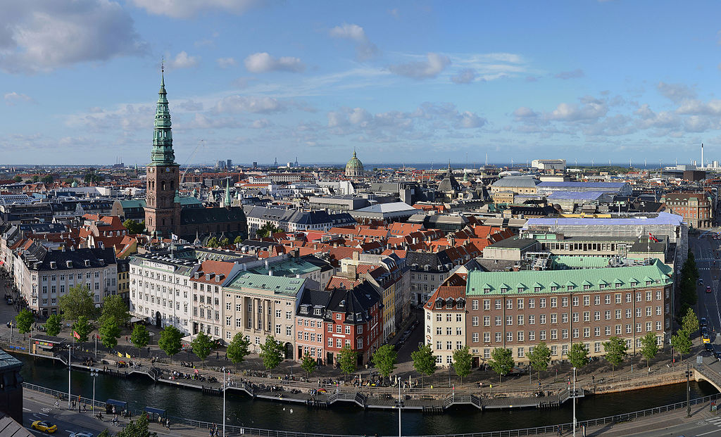 > Vue panoramique depuis le chateau de Christiansborg à Copenhague - Photo de Pudelek
