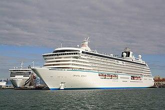 Crystal Cruises - Image: Crystal Serenity 01