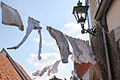 De was wordt flink buitengehangen tijdens het 1 april feest in Brielle.jpg