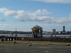 Derelict hut near Liverpool Cruise Terminal - 2012-02-29.jpg