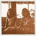 Deux jeunes filles wallisiennes, 1964.jpg