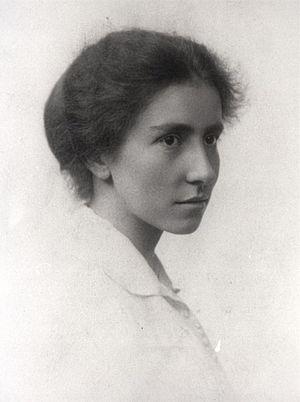 Gibraltar 2 - Archaeologist Dorothy Garrod discovered Gibraltar 2 in 1926.