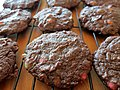 Double choc chip cookies on the cooling rack (9505795812).jpg