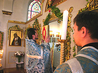 Gospel (liturgy) - The Little Entrance during the Divine Liturgy (Church of the Protection of the Theotokos, Düsseldorf, Germany).