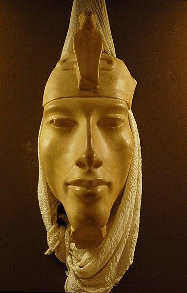 https://upload.wikimedia.org/wikipedia/commons/thumb/f/fd/EMS-92205-Rosicrucian-Egyptian-Akhenaten.JPG/383px-EMS-92205-Rosicrucian-Egyptian-Akhenaten.JPG