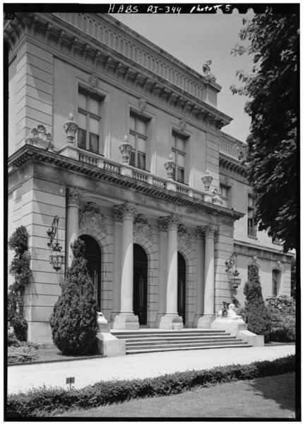 File:ENTRANCE PAVILION, LOOKING NORTHWEST - The Elms, Bellevue Avenue, Newport, Newport County, RI HABS RI,3-NEWP,60-5.tif