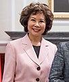 Elaine Chao 蔡英文總統接受美國前勞工部長趙小蘭一行贈禮.jpg