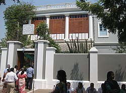 Entrance to Aurobindo ashram in Pondicherry.JPG