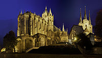 Erfurt Dom Domtreppe Severikirche at night.jpg