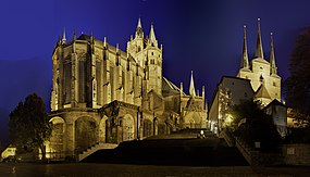 Erfurt Dom Domtreppe Severikirche at night.jpg