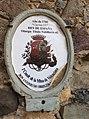 Escudo de armas a la entrada a la Mina de la Valenciana.jpg