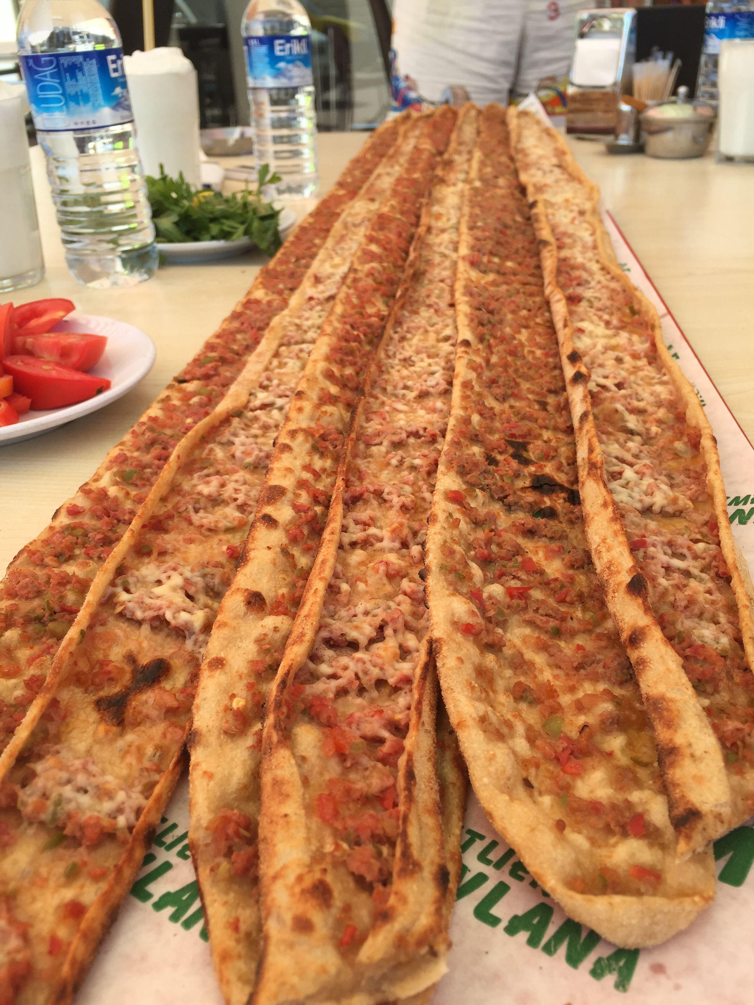 2448px-Etli_ekmek_in_Konya_turkey_By_Mar