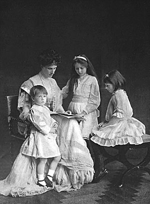 Evelyn Cavendish, Duchess of Devonshire - The Duchess of Devonshire, with three of her children