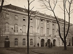Sportpalast, Hermann Dernburg [CC0], via Wikimedia Commons