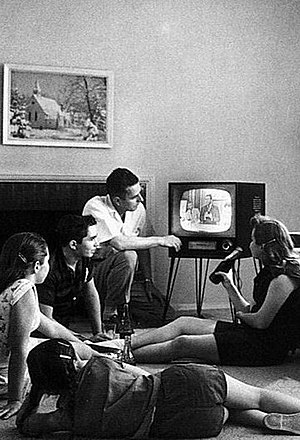 300px FamilyWatchingTV1958crop Social Media and Our Shared Experiences