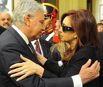 Felipe González - Felipe Gonzalez with President Cristina Fernandez at Nestor Kirchner's funeral in 2010