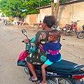 Femme à moto.jpg