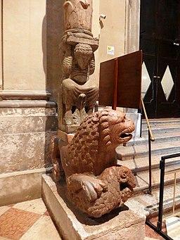 Ferrara, duomo, leone 2