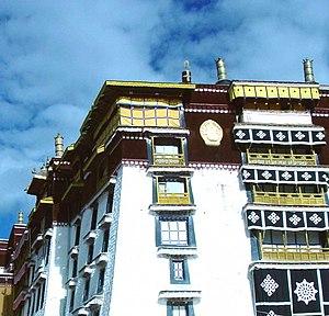 Dhvaja - Image: Five Dhvajas, Potala White Palace