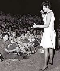 Flickr - Government Press Office (GPO) - Yaffa Yarkoni entertaining troops in one of their camps.jpg