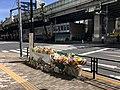 Flower offering at Higashi Ikebukuro 2019-04-28.jpg