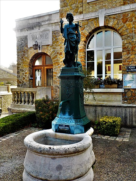 La fontaine Saint Jean-Baptiste, à Jaulgonne, une mâtiné d'automne.