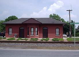 Former train station in Wyoming, Delaware, June 2005.JPG
