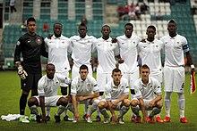 Kondogbia (in piedi, terzo da destra) nel 2012 con la Francia U-19