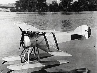 Hanriot HD.2 - Image: French Navy Hanriot HD.2 floatplane on the water