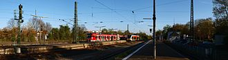 Friedrichsdorf station - Tracks 5, 4, 2 and 1, station building and bus stop