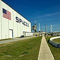 From the SpaceX hanger to the Pad (32900542964).jpg