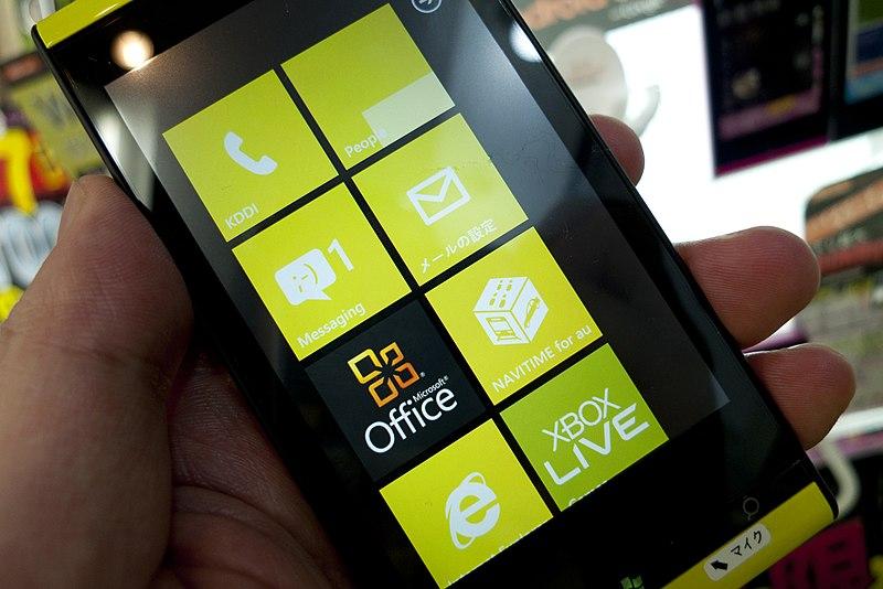富士通東芝製「Windows Phone IS12T」その1 by au