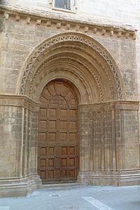 Gandesa - Portadalada de l'església arxiprestal.jpg