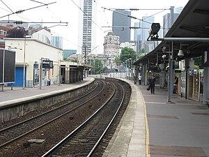 Puteaux Station - Platforms