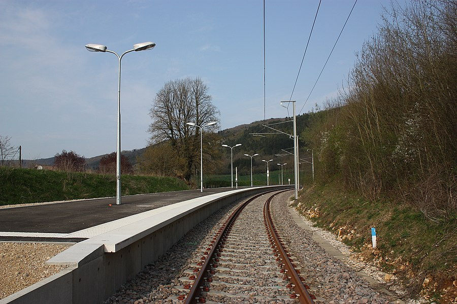 Railroad station of Simandre-sur-Suran in 2010