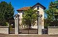 Gated house along Via Giuseppe Carcasolla, Trezzo sull'Adda.jpg