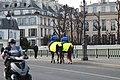 Gendarmes Cheval Pont Sully Paris 3.jpg