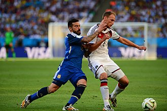 Benedikt Höwedes - Höwedes challenging Ezequiel Lavezzi in the 2014 FIFA World Cup Final