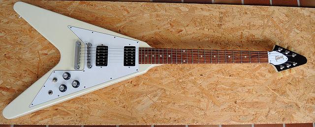 Gibson Flying V Classic White (2015-05-04 07.49.33 by Monika Fischer Flickr).jpg