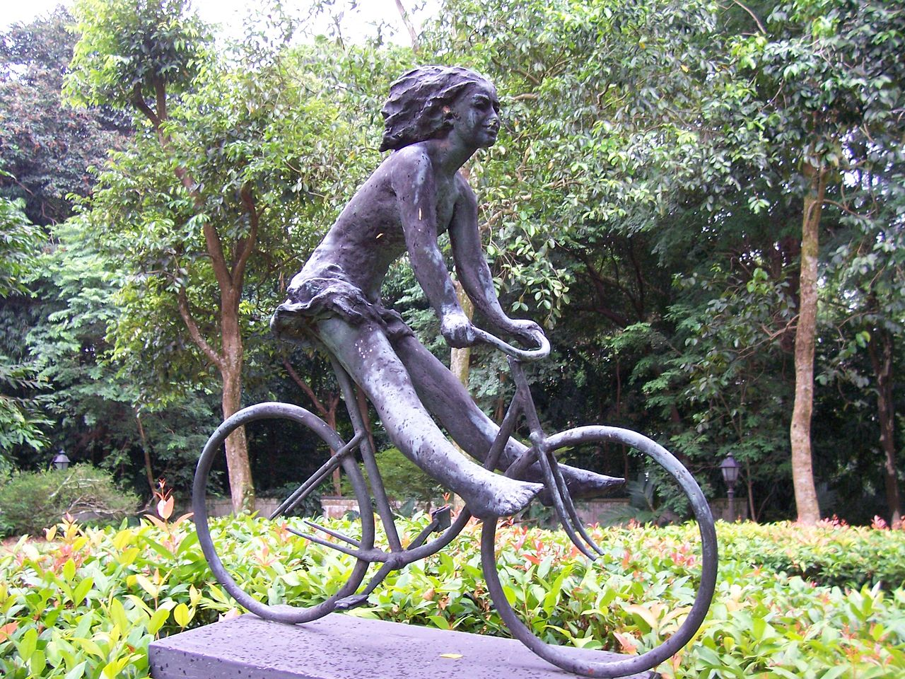 GirlonaBicycle-1987-SingaporeBotanicGardens-20060815.jpg