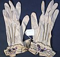 Glove, women's (AM 565062-1).jpg