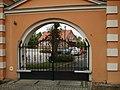 Gościkowo, brama klasztorna DSC09072.JPG