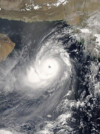 2007 North Indian Ocean cyclone season - Image: Gonu 2007 06 04 0900Z