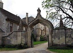 Gothic Arch at Lacock Abbey - geograph.org.uk - 1525105.jpg
