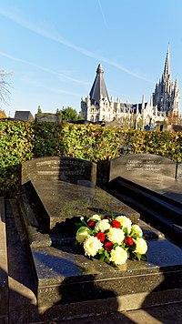 Grave of Michel de Ghelderode2.jpg
